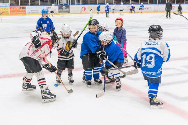 Mini hokej jest OK – zaproszenie dla najmłodszych